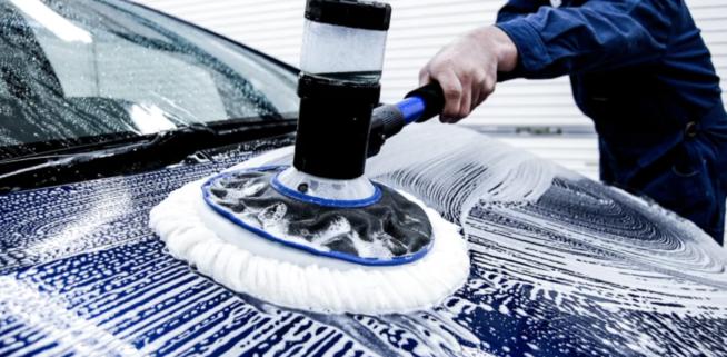 ウォッシュマンザモップでの洗車の様子