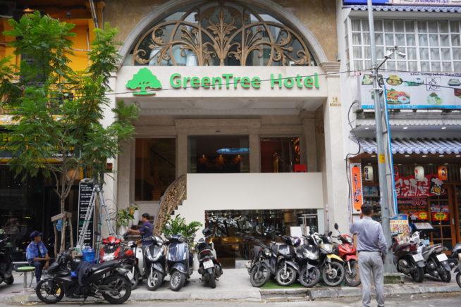GreenTree Hotelが目印になります。